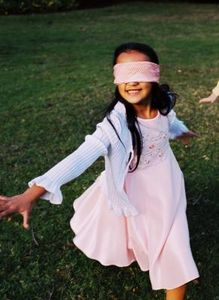 article-new_ehow_images_a07_q5_pe_blindfold-games-kids-800x800